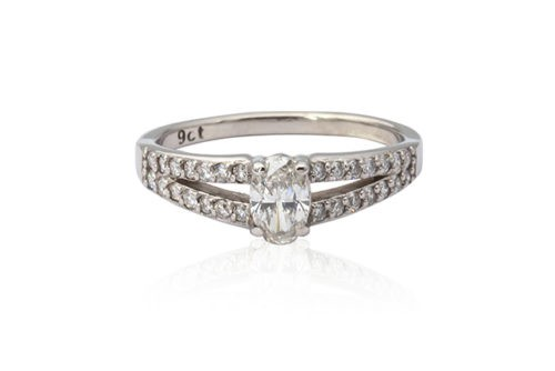 White gold oval cut diamond ring