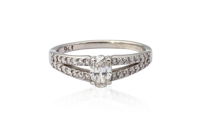 White gold oval cut diamond ring