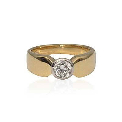 18ct yellow gold broad band solitaire diamond ring