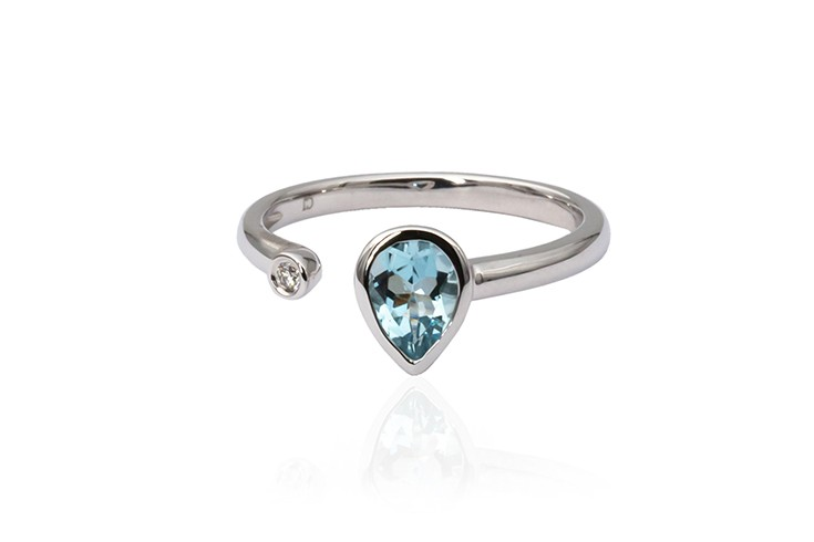 White gold topaz ring